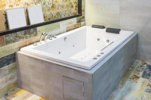 bella vasca da bagno di lusso