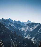 vista epica delle montagne della corsica foto