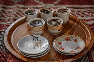 caffè del mattino sul vassoio foto