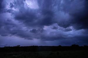 cielo tempestoso di notte