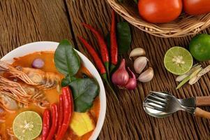 zuppa tailandese calda e piccante tom yum kung