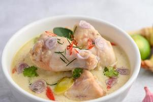 tom kha kai, zuppa di cocco tailandese