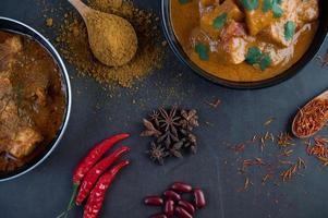 curry massaman con spezie tradizionali