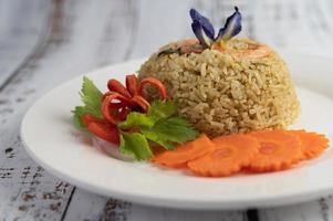 riso ai gamberetti con pomodori e carote