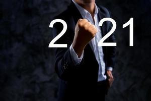 uomo d'affari con il concetto 2021