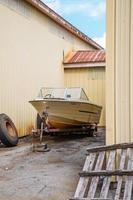 Hillsborough, New Hampshire, 2020 - Barca bianca e marrone sul molo di legno marrone durante il giorno foto