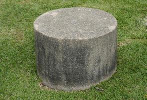 sgabello in cemento pietra