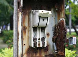 vecchio interruttore elettrico, interruttore foto