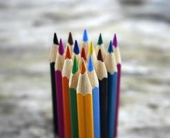vicino matite colorate per lo sfondo foto