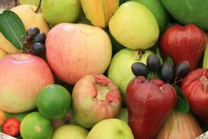mazzo di frutta fresca foto