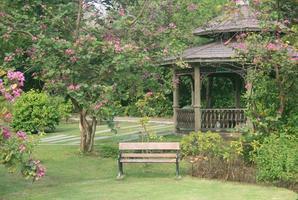 thailandia, 2020 - piccolo padiglione nel parco foto