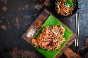 cibo tailandese su foglia di banana
