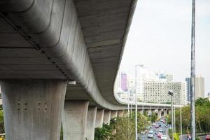 sotto il ponte ferroviario foto