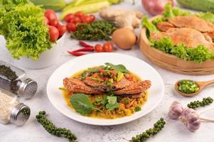 curry di granchio saltato in padella foto