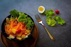 insalata di giardino sana foto