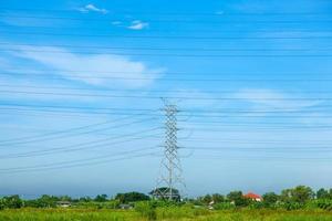 torre ad alta tensione in thailandia foto