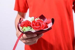 persona con un bouquet foto