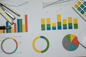 grafico su una scrivania foto