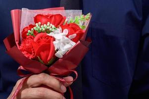 bouquet rosso e bianco foto