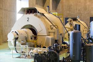 generatori di corrente in una diga foto