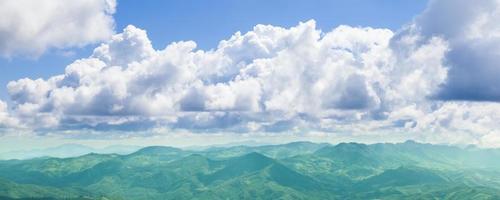 montagne e nuvole foto