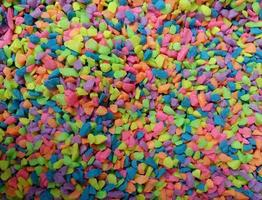 mucchio di roccia multicolore foto