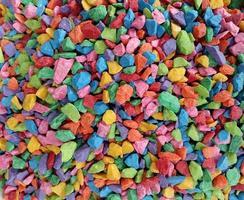 mucchio di ciottoli colorati foto