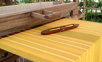 telaio per tessitura all'esterno foto