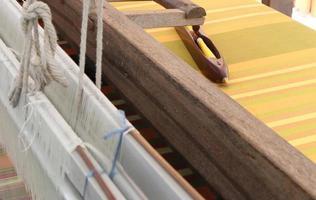 vecchio telaio per tessitura foto