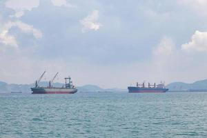 navi sul mare
