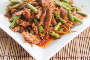 lenticchie fritte di maiale, cibo tailandese foto