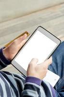 persona in possesso di un tablet