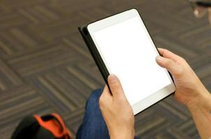 tablet con schermo bianco vuoto