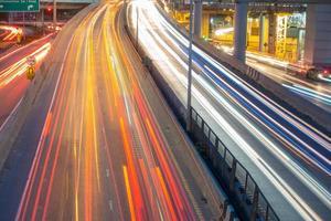 luci di auto in movimento foto