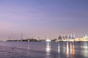 centrale elettrica a bangkok al tramonto