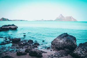oceano turchese e cielo, isola tropicale