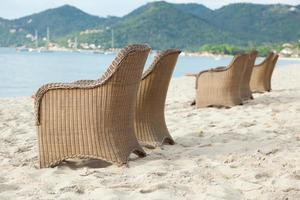 sedie sulla spiaggia in thailandia