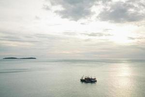 barche da pesca sul mare foto
