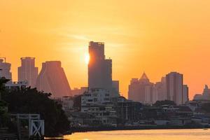 alba sulla città di bangkok foto