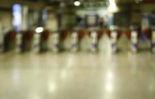 ingresso sfocato della metropolitana