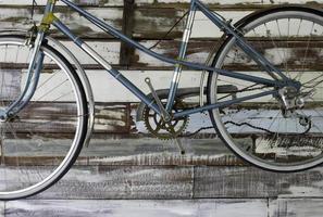 bici antica sulla parete