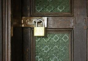 serratura sulla porta foto