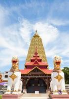 grande pagoda gialla del tempio sagklaburi