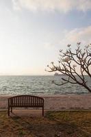 panchina in riva al mare