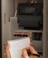 registrazione delle letture dei contatori elettrici foto