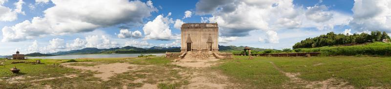 paesaggio con vecchio tempio