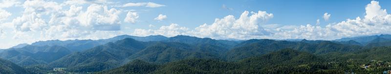 panorama della foresta in thailandia foto