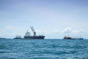 grandi navi da carico in thailandia foto
