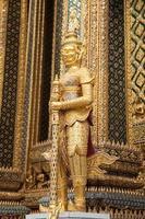 statua in un tempio in thailandia