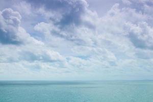 nuvole nel cielo e nel mare foto